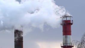 Poluição do ar da combustão do carvão e do fuel-óleo na estação do calor video estoque