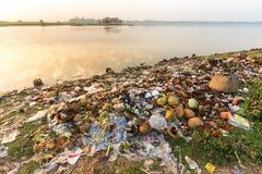 Poluição dos desperdícios da água fotografia de stock