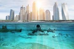 Poluição dos reservatórios por águas residuais industriais em grandes cidades fotografia de stock