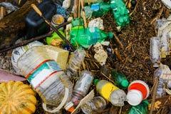 Poluição no rio fotos de stock