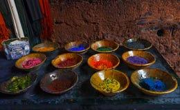 Polvere Colourful nei piatti Immagine Stock