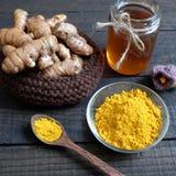 Polvere della curcuma, miele, alimento sano, cosmetico Fotografia Stock