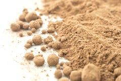 Polvere di cacao su bianco Fotografia Stock