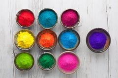 Polvere di Holi nella vista superiore di colori differenti immagine stock
