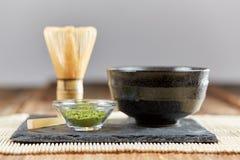 Polvere di matcha e preparazione verdi del tè Fotografia Stock
