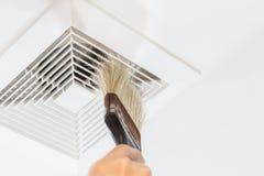 Polvere e condotto dell'aria sporco immagini stock