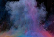 Polvere variopinta lanciata sopra il nero Fotografia Stock