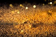 Polvilhe a poeira brilhante do ouro foto de stock