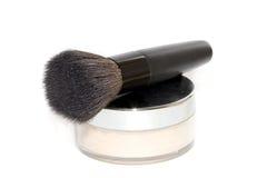 Polvo de cara con el cepillo del maquillaje Imágenes de archivo libres de regalías