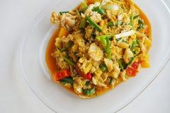 Polvo de curry amarillo sofrito con la carne de cangrejo fotos de archivo libres de regalías