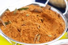 Polvo de curry en el cuenco Imágenes de archivo libres de regalías