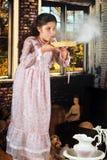 Polvo de la abuelita que sopla Fotografía de archivo libre de regalías
