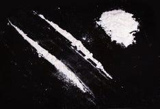 Polvo de la cocaína en líneas Imagen de archivo libre de regalías