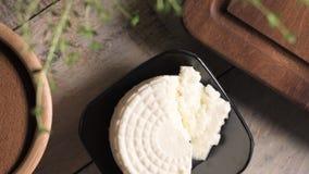 Polvo de la harina de pan del pan de la malta y queso cremoso almacen de video