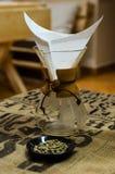 Polvo del café en el filtro Imagen de archivo libre de regalías