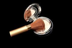 Polvo del maquillaje con el cepillo Imagen de archivo libre de regalías