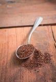 Polvo del té en la cuchara Imagenes de archivo