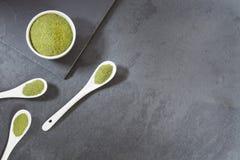 Polvo orgánico de Moringa - moringa oleifera Imagenes de archivo