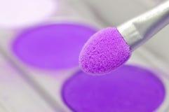 Polvo violeta de los sombreadores de ojos Foto de archivo libre de regalías