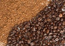 Polvo y grano instantáneos del café Fotografía de archivo libre de regalías