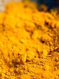 Polvos coloridos del pigmento en potes de arcilla Foto de archivo libre de regalías
