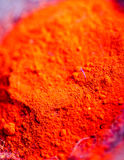 Polvos coloridos del pigmento en potes de arcilla Imagen de archivo