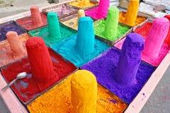 Polvos extremadamente coloreados en venta en Pushkar, la India Foto de archivo libre de regalías