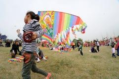 Den Poly drakefestivalen för landskamp 2013 arkivfoton