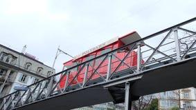 Polybahn de tram de ‹de Red†à aller à l'université de Zurich photographie stock libre de droits