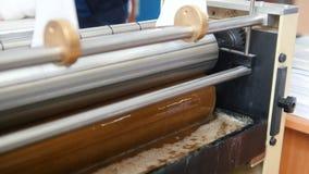 Polygrafmaskin - industriellt lim på printingbransch lager videofilmer