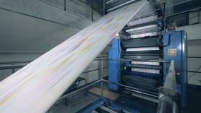 Polygraphic maszyna wydaje drukującego papier zdjęcie wideo