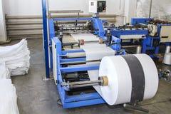 Polymeric bandrulle unreel för en tryckpress royaltyfri foto