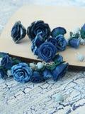Polymerlehmarmband und -ohrringe mit blauen Rosen Lizenzfreies Stockbild