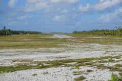 Polynésie française d'atoll de terrain d'atterrissage d'avion Photos stock