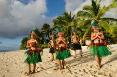 Polynesian för Tahitian för Stillahavs- ö grupp dans royaltyfria bilder