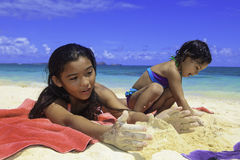 Polynesian sisters at the beach Royalty Free Stock Images