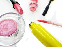 Pomadki oka cieni lipgloss tusz do rzęs grupy ustalony kosmetyk dla mak fotografia stock