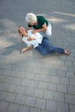 pomaga przechodnia seniora kobieta Obraz Stock