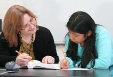 pomaga studencki nauczyciel Fotografia Royalty Free