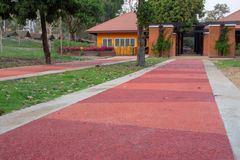 Pomarańcze cementowa droga obrazy royalty free