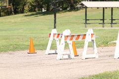 Pomarańcz barykady na chodzącej ścieżce Zdjęcia Royalty Free