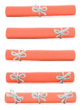 Pomarańcz papierowe ślimacznicy wiązać z handmade arkanami i łęki odizolowywający Zdjęcia Stock