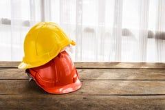 Pomarańcze, żółty ciężki zbawczego hełma budowy kapelusz dla bezpieczeństwa pr Obraz Stock
