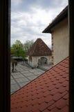 Pomarańcze dachu wierzchołek z dziedzictwo architekturą przy Krwawiłem kasztelem w Ble Zdjęcia Royalty Free