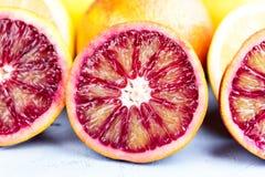 Pomarańcze i cytryny plasterek na błękitnego tła Makro- zakończeniu up Zdjęcie Stock