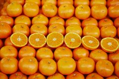 Pomarańcze na rolniku wprowadzać na rynek w Paryż, Francja zdjęcia royalty free