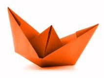Pomarańcze papierowy naczynie, origami żagla łódź odizolowywająca na białym tle Zdjęcia Stock