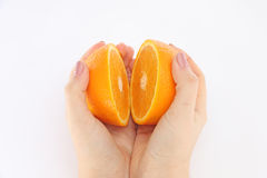 Pomarańcze w cięciu w jego ręki Zdjęcie Stock