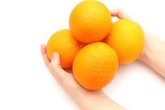 Pomarańcze w ręce Obrazy Royalty Free