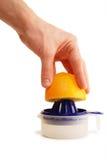 pomarańcze wyciskacz ręce Fotografia Stock